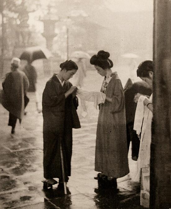 Photo 'Maidens at shrine entrance', by photographer Shoichido Kurihara, 1930s. #vintage #Japan #1930s